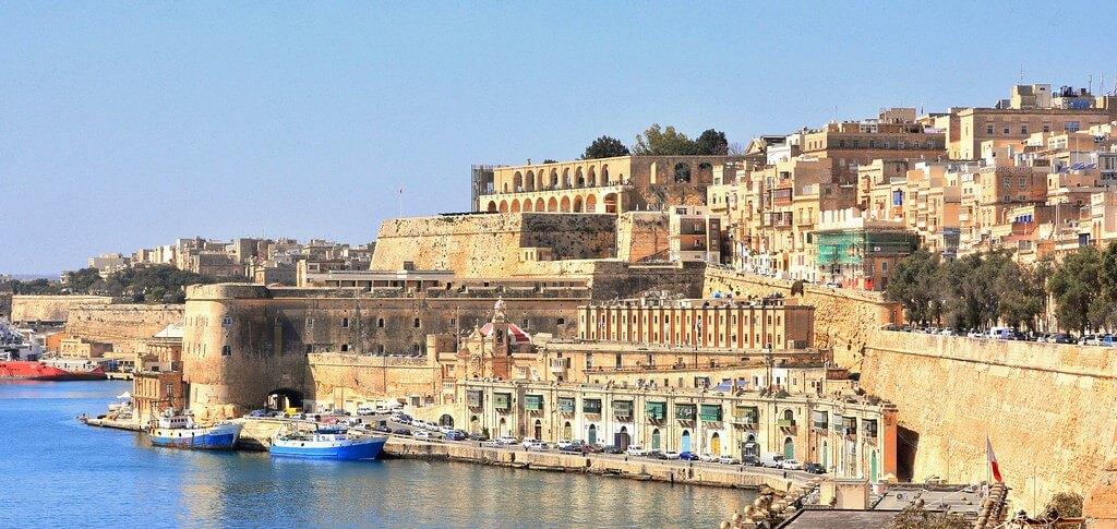 Vue sur la ville fortifiée de Valletta