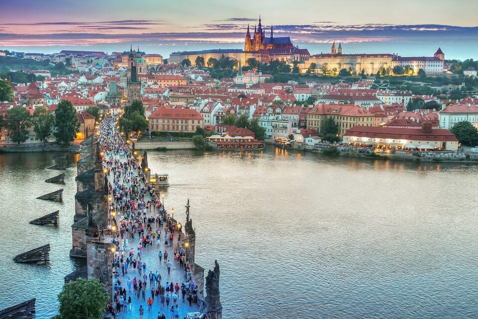 vue en hauteur de Prague