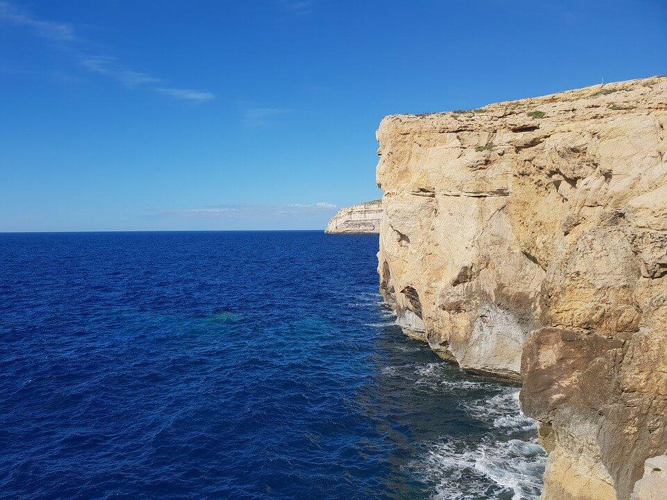 emplacement de l'azure window à dwerja sur l'île de gozo à malte