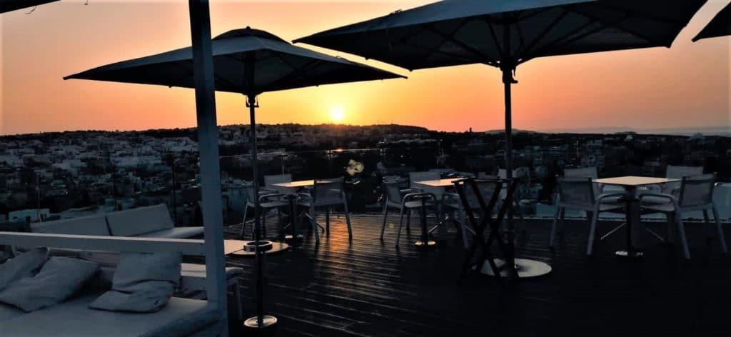 coucher de soleil depuis le bar Skybeach à Malte