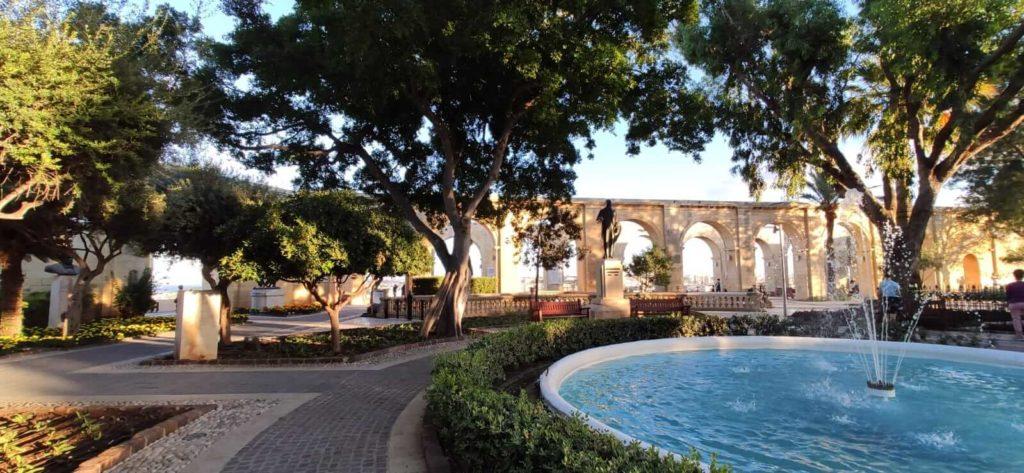 fountain upper barrakka gardens