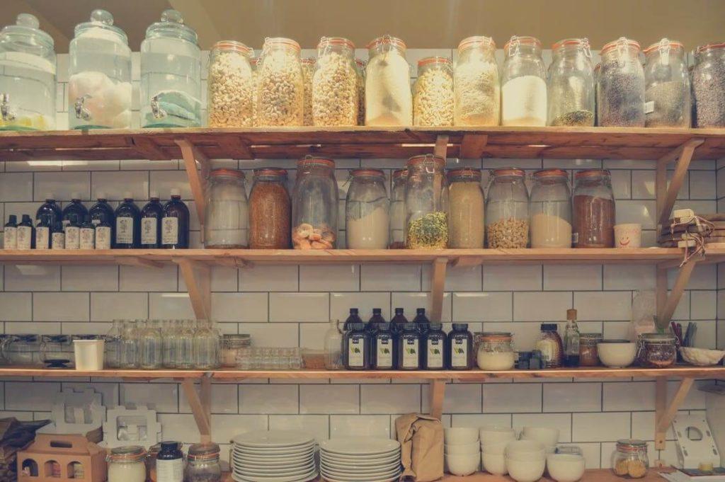 étalages de produits alimentaires en bocaux