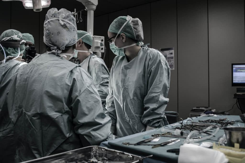Technicien au Service Central d'Approvisionnement Stérile