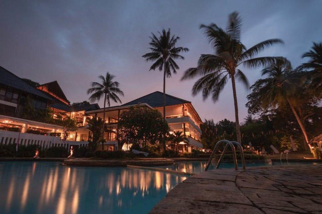 villa luxueuse au coucher de soleil