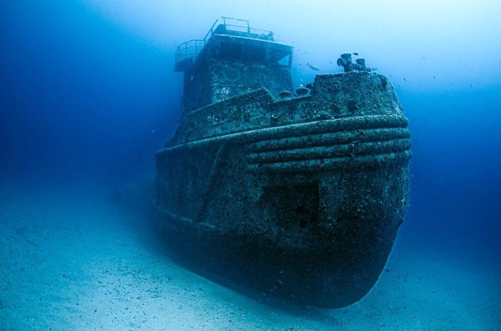 bateau coulé au fond de l'eau