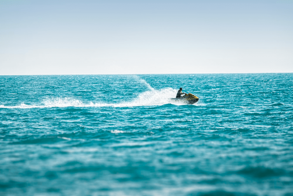 jet ski sur la mer à Malte