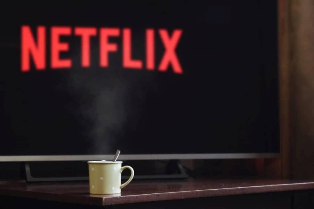 Télé allumée sur Netflix